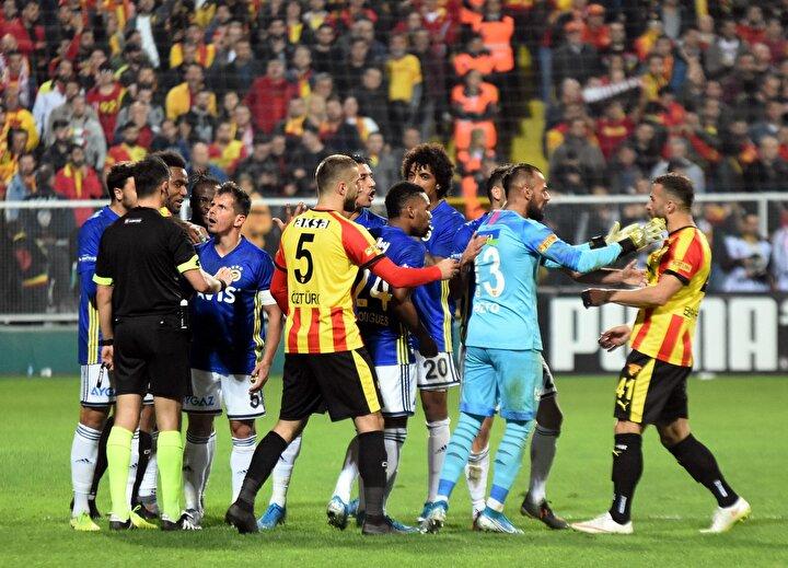Fenerbahçe kazandıktan sonra o maçtaki hakemler 6 hafta görev alamamış. İstatistik bu. Bu hafta Abdülkadir Bitigen de biliyor ki haftaya görev alamayacak.