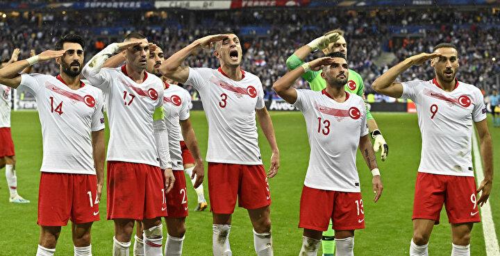 EURO 2020 Elemeleri H Grubu 8. maçında Fransa ie A Milli Futbol Takımımız karşılaştı. Milli futbolcular Kaan Ayhanın attığı gol sonrası asker selamı verdi.(Foto: Mustafa Yalçın)