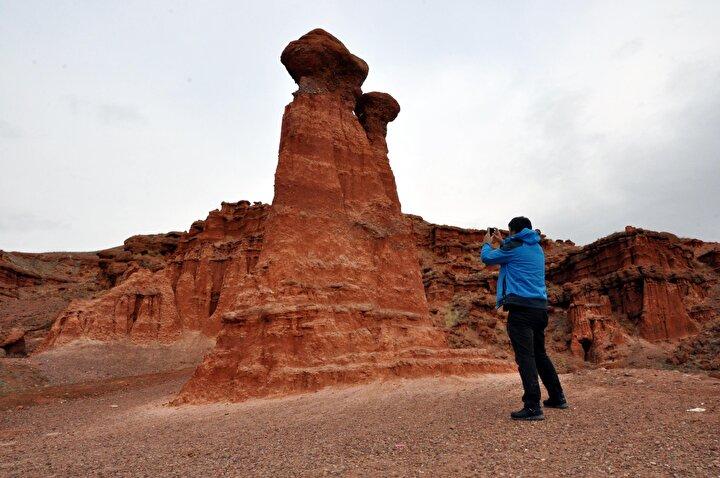 62 kilometre uzunluğunda üç vadiden oluşan halk arasında Doğunun Kapadokyası olarak da adlandırılan Narman Peri Bacaları, doğal sit alanı ilan edildi.
