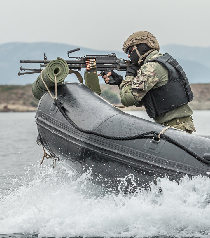 Birbirinine kenetlenen ve her faaliyeti kusursuz icra etmeye gayret gösteren amfibi piyadeler, halihazırda Hakkaride terörle mücadele, Suriyede Fırat Kalkanı ve Barış Pınarı harekatlarında, Afganistanda kararlı destek misyonu barışı destekleme, Arnavutlukta insani yardım harekatı ile Akdeniz Kalkanı Harekatı kapsamında Doğu Akdenizde platform koruma görevlerini başarılı şekilde sürdürüyor.
