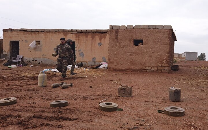 Sağlık sorumlularından Muhammed Assaf da SMO ve Türk Silahlı Kuvvetlerinin bölgeyi teröristlerden temizlemesinin ardından, mayına basan 20 sivilin uzuvlarının koptuğunu, 5 sivilin felç olduğunu belirtti.
