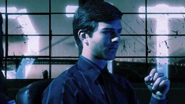 Bilim kurgu filmi 2177 Hackerları, hayatına kastedilen bir olay sırasında hafızasını kaybeden bir adamın peşindekilerden kaçış hikayesini anlatıyor.