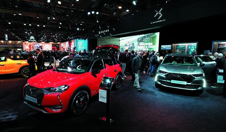 Otomobiller hakkında geniş bilgilendirmeler yapılan fuarda, söz konusu araçların satışları da gerçekleştirildi.