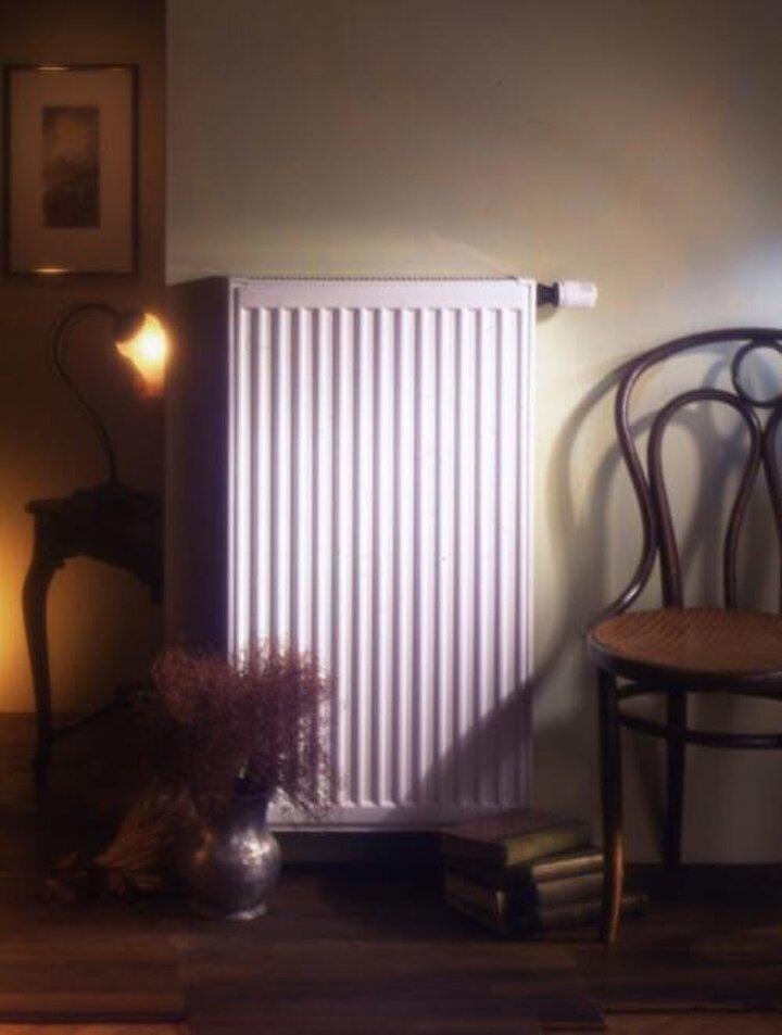 Ortamda ısı dağılımını sağlayan radyatörlerin önüne mobilya, üzerine saksı, çamaşır gibi eşyalar konulmamalı. Perdeyle kapatılmamalı.
