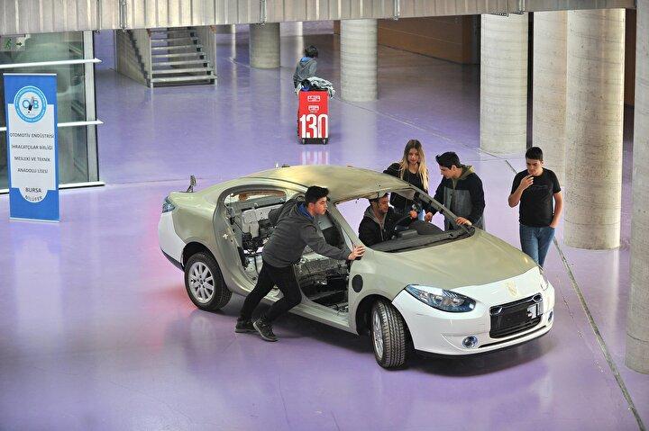 Yapılan başvuruların Milli Eğitim Bakanlığınca kabul edilmesi, okul yönetimi ve öğrenciler tarafından heyecanla karşılandı. Atılan adımla birlikte, 2020-2021 eğitim-öğretim yılında, Motorlu Araçlar alanının altında Elektrikli Araç Üretimi dalı açılacak.