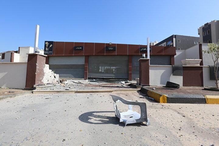 Birleşmiş Milletlere (BM) göre, Halife Hafter güçlerinin başkente yönelik saldırı başlattığı 4 Nisan 2019dan bu yana, sağlık kurumlarına, çalışanlarına ve ambulanslara 50 saldırı düzenlendi.