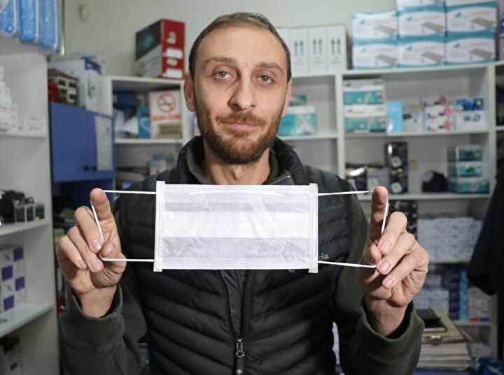 Denizlide medikal şirket sahibi Erhan Demirel, koronavirüsün ortaya çıkarak, yayılmasıyla dünyada maske talebinde patlama yaşandığını söyledi. En büyük maske üreticisinin Çin olduğunu belirten Demirel, Türkiyenin de bu ülkeden büyük oranda maske ithal ettiğini kaydetti. Üretimde ihtiyacın karşılanamaması üzerine Çin tarafından daha önce Türkiyeye ihraç edilen maskelerin şimdi satın alınmaya başlandığını anlatan Erhan Demirel, şöyle konuştu: