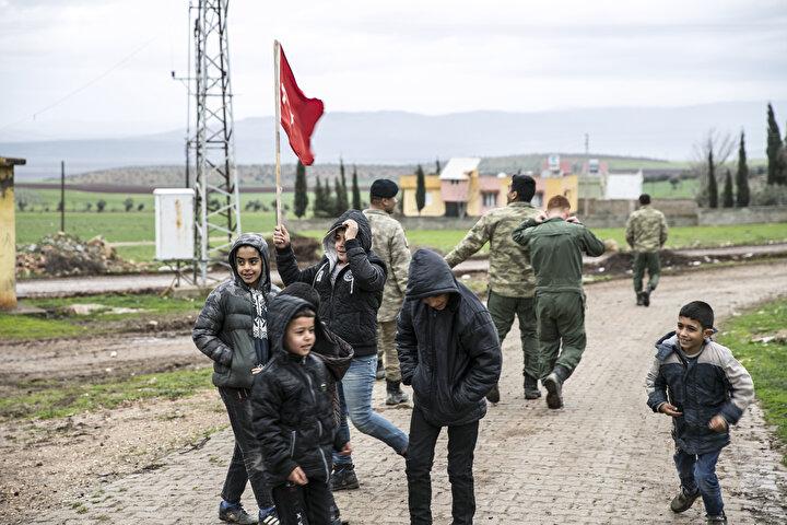 Sevkiyatın İdlibdeki gözlem noktalarını güçlendirme maksatlı bölgeye ulaştırılacağı öğrenildi.