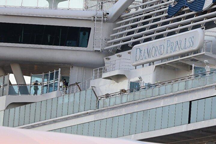 Japonya'daki karantina gemisinde salgın önlenemiyor