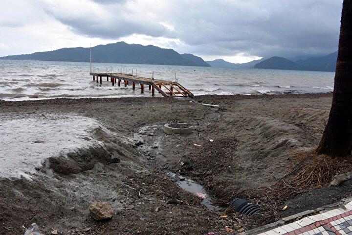 Yaşanan kirlilikle ilgili sahilde inceleme yapan Marmaris Çevrecileri Derneği (MÇD) Başkanı Ahmet Kutengin, şunları söyledi: