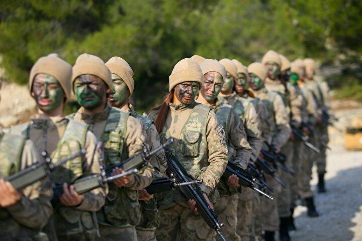 Bu sürede 2 gün komando harekatı ve 8 gün teröristle mücadele harekatı eğitimlerini bir senaryo içinde uygulamalı olarak gerçekleştiren komandolar, bu bölümde arazi şartlarında 180 kilometre mesafede intikal gerçekleştirdi.