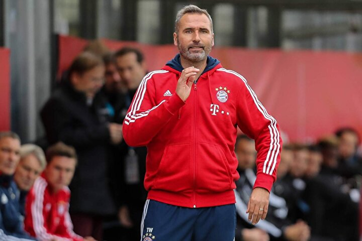 Tim Walter (Bayernin ikinci takımında yaptıklarıyla dikkat çeken ve oyun tarzı bakımından Löwü örnek alan Alman teknik adam şu an boşta. Fenerbahçeye önerilen teknik adamlar arasında yer alan Walterın ilerleyen dönemlerde Alman futbolunda çok daha etkili olması bekleniyor)