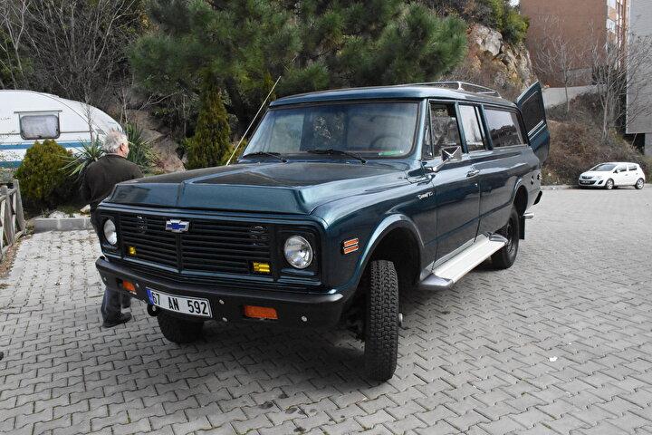 Modifiye ettiği 1971 model arazi aracını yollarla buluşturdu