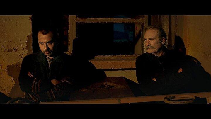 Federico Cescanın görüntü yönetmenliğini yaptığı filmin müzikleri Leon Gurvitch imzası taşıyor.