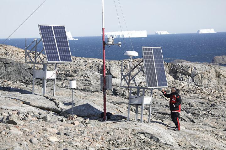 İzleme amaçlı kurulan mobil ve sabit istasyonlardan alınan verileri Türkiyeye götürecek olan ekip, geçen yıl kurulan ve bu yıl bakım ve güncelleme çalışmaları yapılan meteoroloji istasyonu ile GNSS istasyonlarından alınan verileri de kalıcı bilim üssünün planlanmasında kullanmayı amaçlıyor.