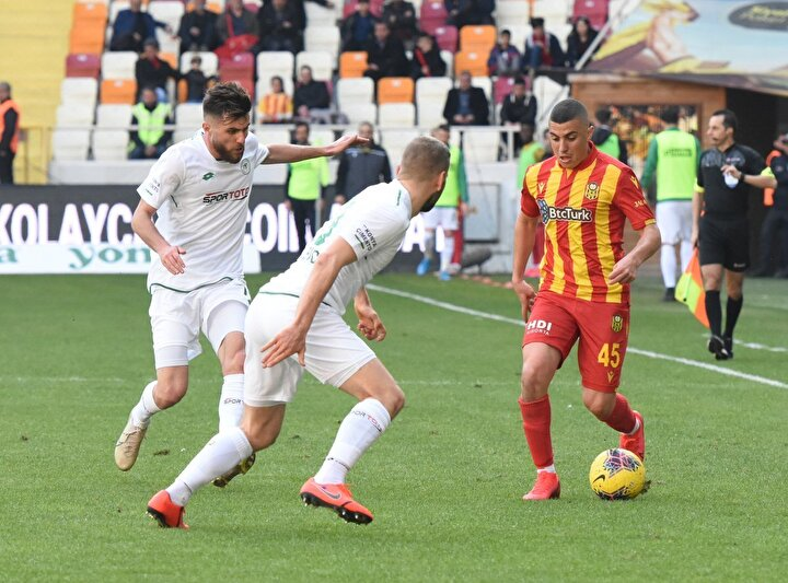 Süper Ligde Yeni Malatyaspor, sahasında Konyaspor ile karşı karşıya geldi. İki kırmızı kartın çıktığı mücadele 1-1 eşitlikle sona erdi.