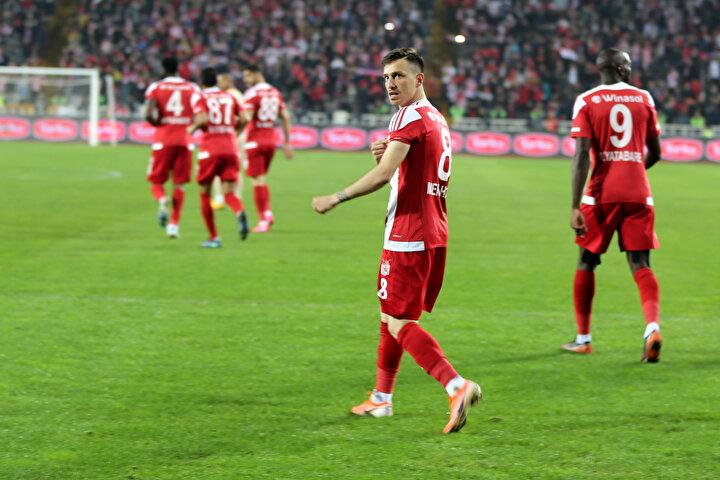 Sivassporun Galatasaray ile oynadığı maç öncesinde gözlerin üzerinde olduğu futbolcu kazanılan penaltı atışını son zamanlarda kamuoyunda çıkan haberler sebebiyle atmak istemedi.