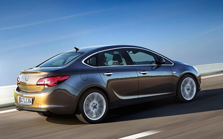 OPEL  Astra Sedan Edition Plus 1.4 Benzinli MT-6 140 HP