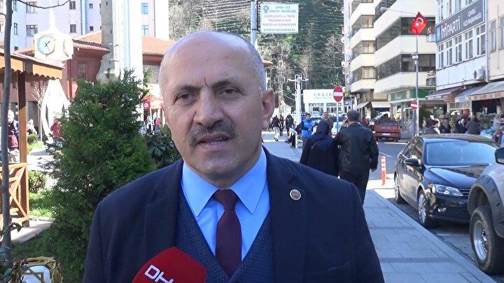Çayeli Belediye Başkanı İsmail Hakkı Çiftçi, bölgede düz arazinin kısıtlı olmasına bağlı olarak arz ve talep dengesizliğinden dolayı arazilerin pahalı olduğunu söyledi.