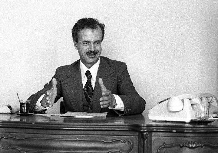 Milli Görüşün son çınarlarından olan Şevket Kazan, 7 Aralık 1933 yılında Sakaryada doğdu.