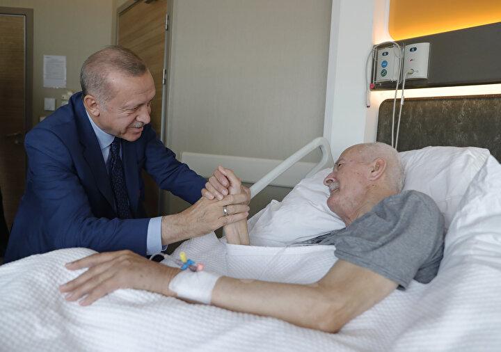 Bir süredir Ankarada tedavi gören 86 yaşındaki Şevket Kazan,  geçtiğimiz akşam saatlerinde hayatını kaybetti. Kazanın cenaze namazının bugün Hacı Bayram Veli Camii'nde kılınıp ardından naaşının Cebeci Asri Mezarlığına defnedileceği açıklandı.