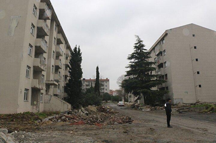 Öte yandan; Millet Bahçesi'ne komşu olarak Zeytinburnu Belediyesi tarafından bir Kongre Merkezi ve Çevre ve Şehircilik Bakanlığı tarafından kentsel dönüşüm sürecinde kullanılmak üzere rezerv konut inşa edilecek.