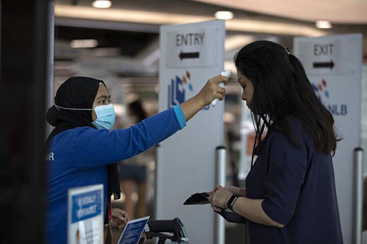 Singapur'da yeni korona virüsü vakalarının tespit edilmesiyle ülke genelindeki toplam vaka sayısı 160'a yükseldi.