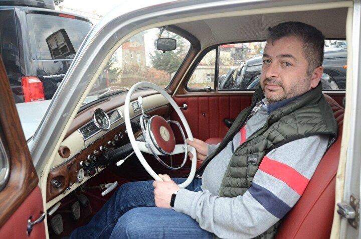Aracın şuan üzerinde takılı olan plakanın klasik otomobilinin ilk satın alındığı zamanki plaka olduğunu, uzun arayışlar sonrası bu plakayı bulduğunu söyleyen Karaoğlanoğlu, motorunun da orijinal olduğunu sözlerine ekledi.