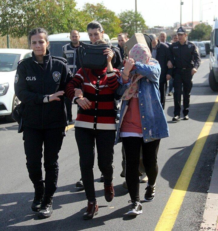 Polis yaptığı baskında sahte doktor ve eczacı olduğu önü sürülen 3ü kadın 7 zanlıyı gözaltına aldı.