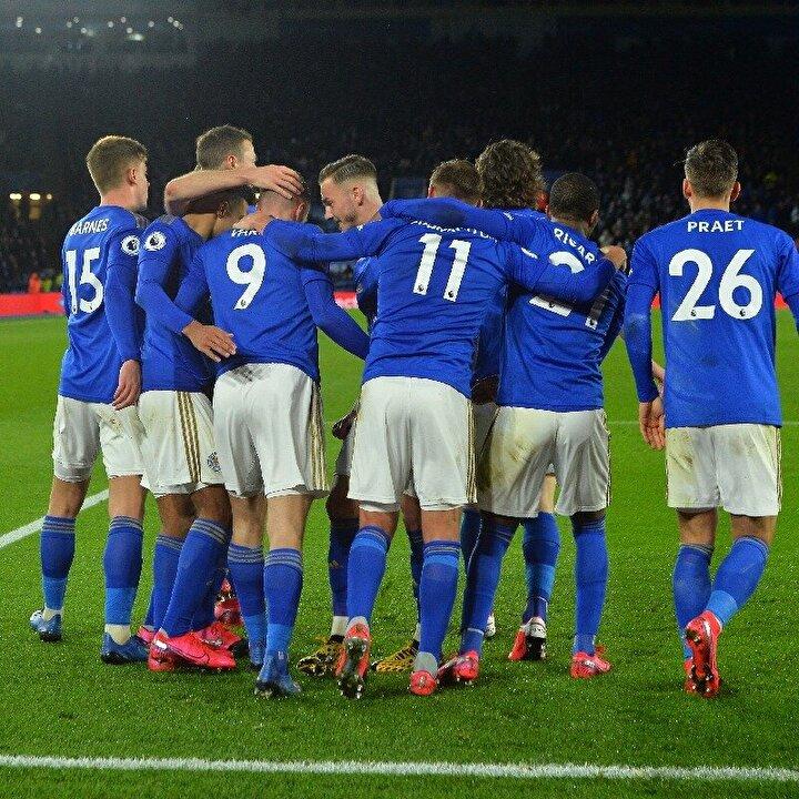 Tüm bunların yanı sıra İngiltere Premier Lig takımlarından Leicester Cityde ismi açıklanmayan 3 futbolcunun koronavirüs belirtileri gösterdiği belirtildi.
