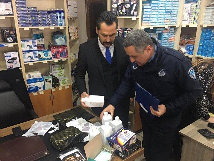 Trabzon'un Ortahisar Belediyesi zabıta ekipleri korona virüsü salgını nedeniyle yaşanan fiyat artışlarına karşı denetimlerini sıklaştırdı. Tıbbi ürünler, kozmetik malzemeleri ve gıda ürünlerindeki fahiş fiyat uygulamalarına karşı esnaf ve marketler zabıta ekipleri tarafından sıkı denetime alındı.
