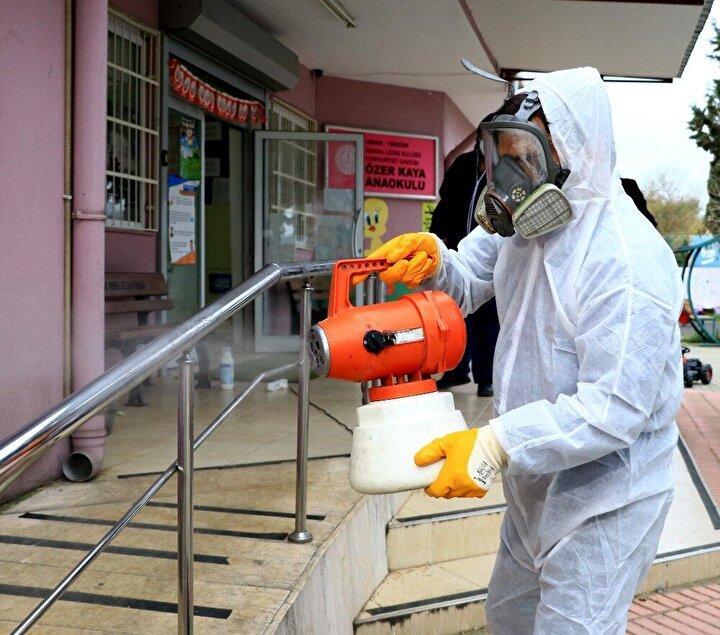 Ayrıca firmalar dezenfeksiyon için kullanılan 'Hidrojen Peroksit' maddesini de karaborsaya düştüğü için tedarik etmekte zorlanıyor.