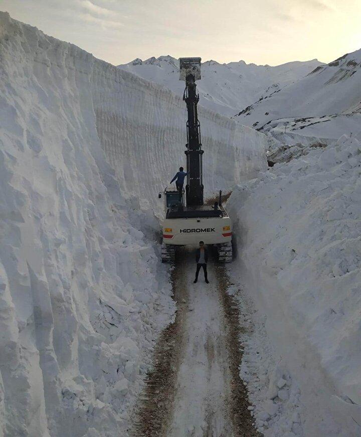 Kar kalınlığının 10 metreyi bulduğu bölgede ekiplerin zorlu mücadelesi