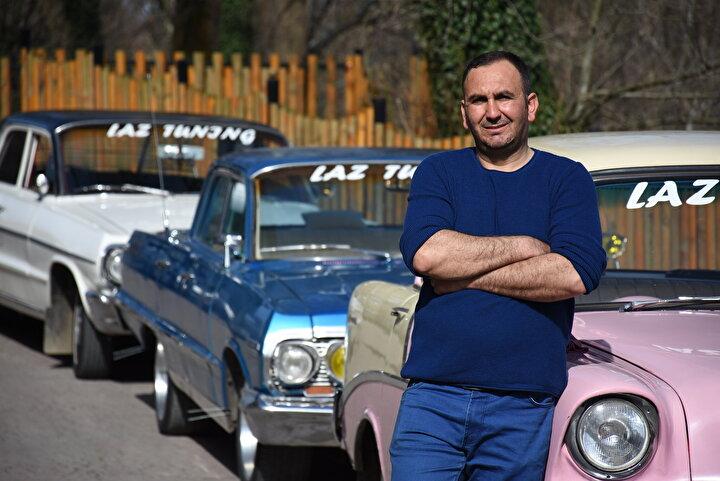 Gölbucağı Mahallesindeki Sanayi Sitesinde otomobil modifiyeliciliği yapan Şaban Oskay, sahipleri tarafından kullanılmayan ve çürümeye terk edilen klasik otomobilleri sosyal medya ve internetin yanı sıra şehir şehir gezerek satın alıyor.