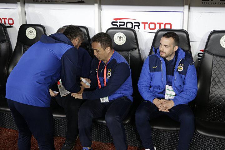 Cankurtaran vardır, boğulmak üzereyken atlarlar. Kayseriye 3 puan kaybetti, Ankaragücüne 3 puan kaybetti, Malatya ile berabere kaldı, Antalyaspor 4 puan aldı, Konyaya yenildiler.
