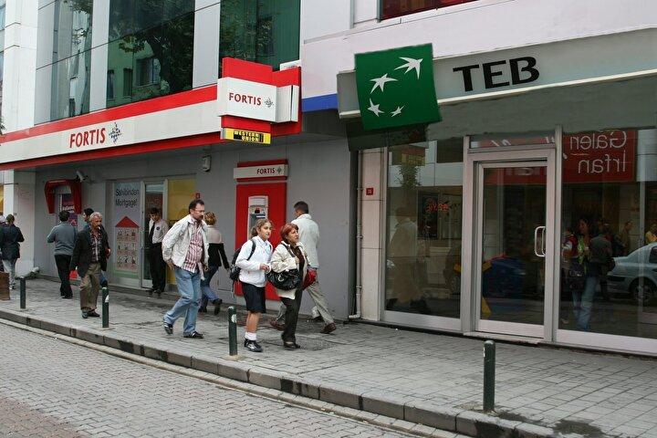 Türk Ekonomi Bankası (TEB), SGK emeklisi olup emekli maaşını taşıyan müşterilerine yönelik başlattığı kampanya kapsamında, maaşı 1500 liraya kadar olan emekliler 850 lira, 1500-2.500 lira arasında maaş alan emekliler ise 1125 lira promosyon avantajından yararlanacak.