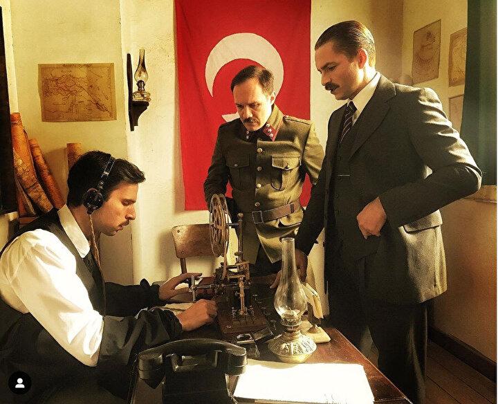 Oyuncu Kızmaz, Atatürkü canlandırmanın kendisi için çok gurur verici olduğunu belirterek, Hayatımda oynadığım en önemli karakter diyebilirim. Daha evvel Çanakkale 1915 filminde de yine Mustafa Kemali canlandırmıştım. Şimdi de 16 Mart ve 23 Nisan 1920 arasında geçen bir hikayeyi anlatıyoruz. dedi.