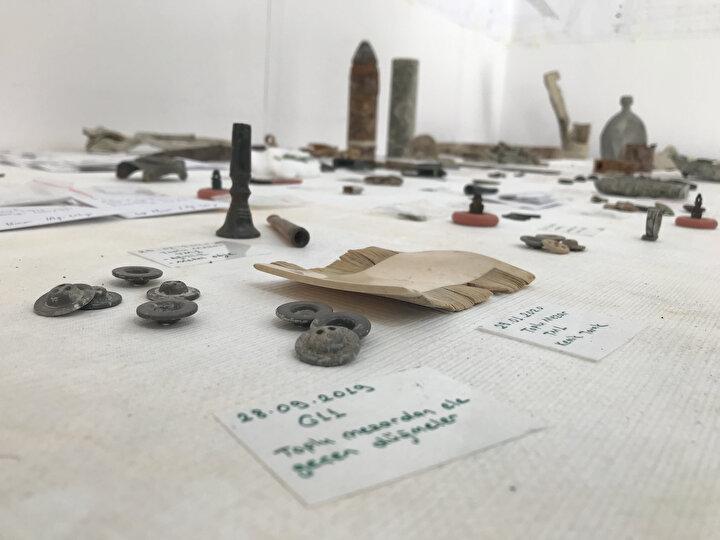 16SI TOPLU MEZARA GÖMÜLEN 30 ŞEHİT BULUNDUİstanbul Arkeoloji Müzeler Müdürlüğü tarafından yürütülen çalışmalarda bugüne kadar 30 şehit mezarı bulunduğu öğrenildi.