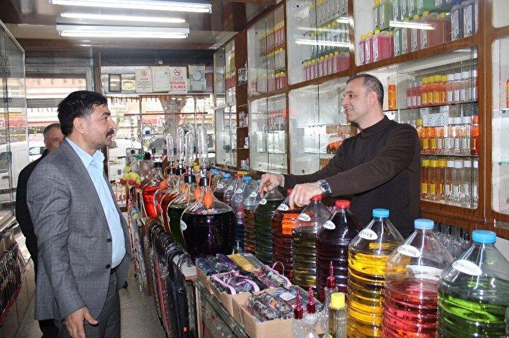 Gece gündüz mesai yapan Buldaç, günlük 2 ton kolonya satarak talebe yetişmeye çalışıyor.