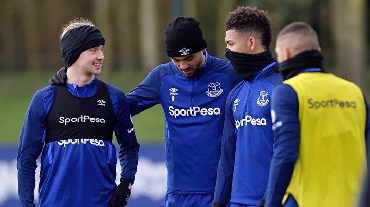 Evertonda bir futbolcu: Evertonda ismi açıklanmayan bir futbolcuda koronavirüs tespit edildi. Kulüp, karantina uygulamasına başladı.