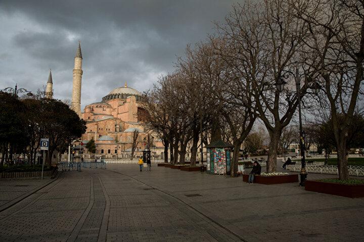 Fotoğraflar  İstanbulda meydanlar boş kaldı