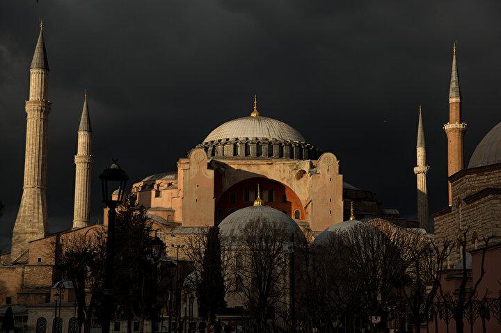 Ayasofya ve Sultanahmet Cami her gün binlerce kişi tarafından ziyaret ediliyordu.
