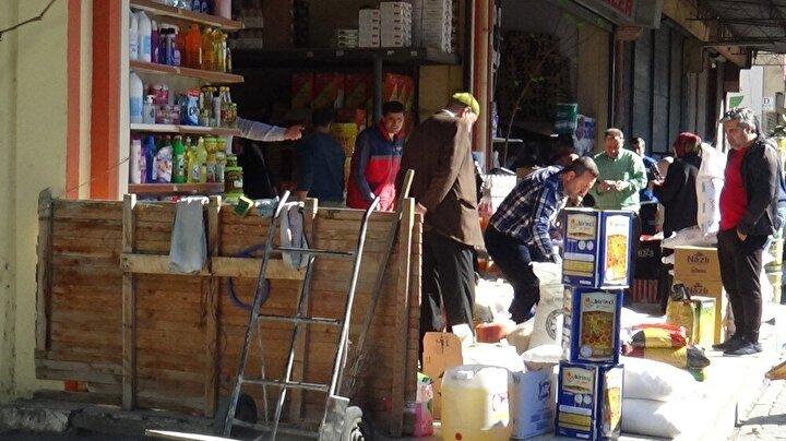 Türkiye'de de 98 kişi de tespit edilen ve dün ilk kez 98 yaşındaki bir hastanın hayatını kaybetmesinin ardından, Aydın'ın Efeler ilçesinde bulunan Toptan Gıdacılar Çarşısı'nda olağanüstü bir hareketlilik yaşandı.
