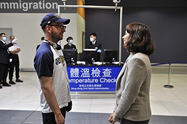 Filmde birçok kişinin ölümüne sebep olan virüs Çin'den yayılıyor ve yarasadan insanlara geçiyor.