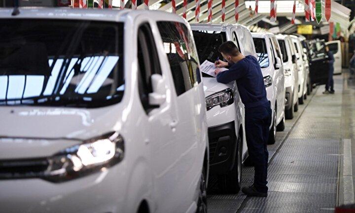 İtalyan otomotiv şirketi Fiat da üretimine ara vereceğini açıkladı.