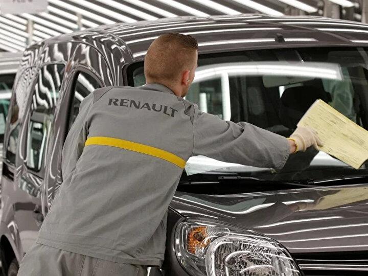 Peugeot'nun da üreticisi Fransız PSA da, Avrupa'daki bir düzineden fazla fabrikasında üretimi bir hafta için ara verdi.