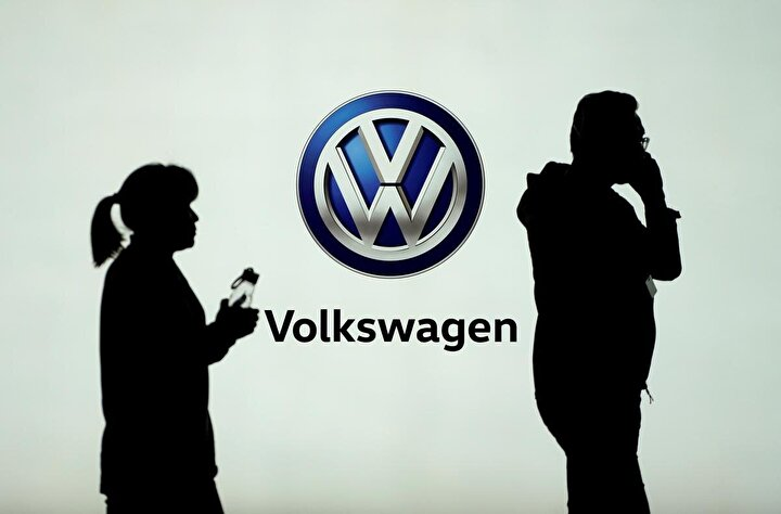 Almanya'daki fabrikaların yanı sıra Seat otomobillerin üretildiği İspanya'daki ve Skoda üretiminin yapıldığı Slovakya'da da üretime ara verildi.