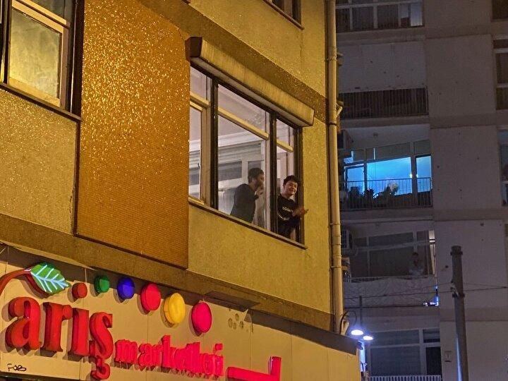 Ve saatler 21:00ı gösterdiği sırada Türkiyenin dört bir yanında camlara ve balkonlara çıkanlar bu eyleme destek verdi.