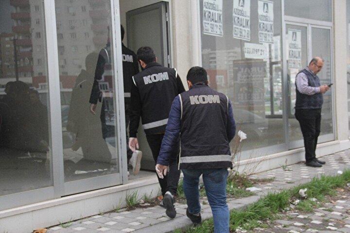 Polis zanlıyı gözaltına alırken, dezenfektanlara el koydu.