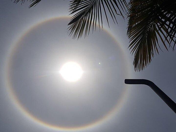 Güney Asya ülkesi olan Bangladeşin kuzey bölgesinde bugün güneşin etrafında gökkuşağına benzeyen bir yuvarlak gözlemlendi. Daha sonra ülkenin her tarafından da gözlemlenen bu ilginç güneş, vatandaşların merakını uyandırdı.